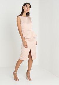 Apart - DRESS WITH PEPLUM - Robe de soirée - powder - 1