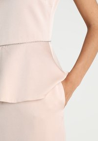 Apart - DRESS WITH PEPLUM - Robe de soirée - powder - 6
