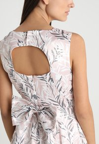 Apart - PRINTED DRESS - Robe de soirée - powder - 6