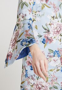 Apart - PRINTED DRESS - Robe d'été - light blue - 5