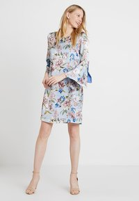 Apart - PRINTED DRESS - Robe d'été - light blue - 1