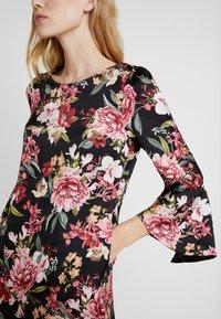 Apart - PRINTED DRESS - Robe d'été - black - 3
