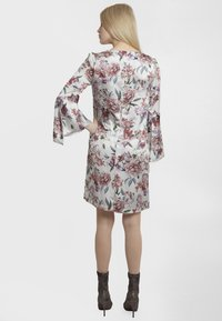 Apart - PRINTED DRESS - Robe d'été - cream - 2