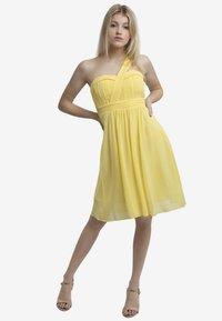 Apart - Vestido de cóctel - yellow - 1