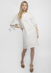 Apart - Robe d'été - white - 1
