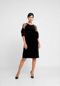 Apart - VELVET DRESS WITH VOLANTS - Robe de soirée - black - 2