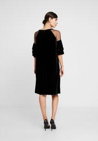 Apart - VELVET DRESS WITH VOLANTS - Robe de soirée - black - 3
