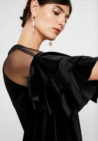 Apart - VELVET DRESS WITH VOLANTS - Robe de soirée - black - 6