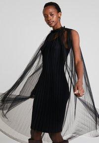 Apart - DRESS WITH BELT - Koktejlové šaty/ šaty na párty - black - 3
