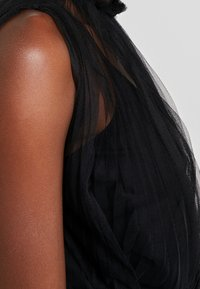 Apart - DRESS WITH BELT - Koktejlové šaty/ šaty na párty - black - 5