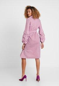 Apart - STRIPED DRESS - Robe chemise - lavender/red - 3