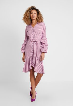 STRIPED DRESS - Robe chemise - lavender/red