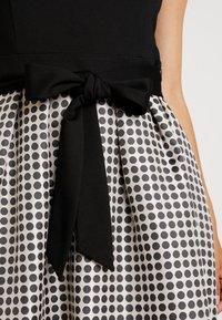 Apart - HEAVY DRESS WITH DOTS - Robe en jersey - black/beige - 6