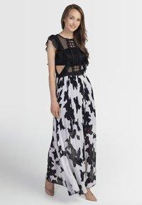 Apart - Sukienka koktajlowa - black/cream - 1