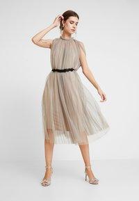 Apart - DRESS WITH BELT - Robe de soirée - silver - 0