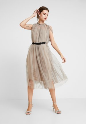 DRESS WITH BELT - Cocktailjurk - silver