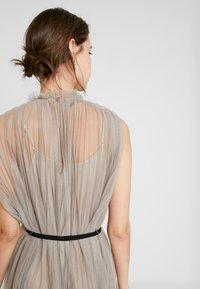 Apart - DRESS WITH BELT - Robe de soirée - silver - 5