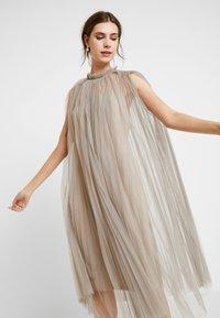 Apart - DRESS WITH BELT - Robe de soirée - silver - 4