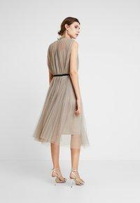 Apart - DRESS WITH BELT - Robe de soirée - silver - 3