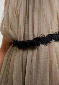Apart - DRESS WITH BELT - Robe de soirée - silver - 7