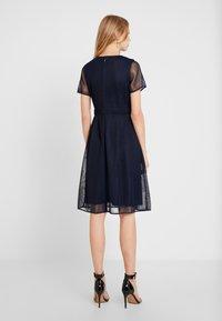 Apart - DRESS WITH FLOWER EMBROIDERY - Robe de soirée - midnight blue/bordeaux - 2