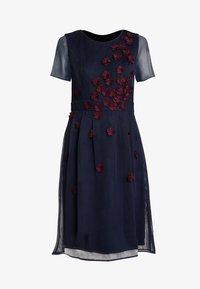 Apart - DRESS WITH FLOWER EMBROIDERY - Robe de soirée - midnight blue/bordeaux - 3