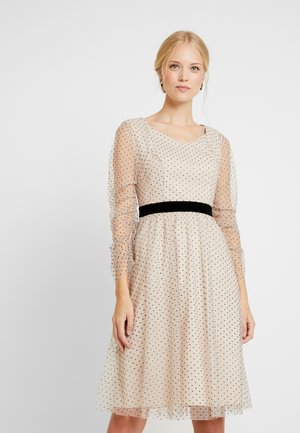 DRESS WITH DOTS - Cocktailjurk - nude/black