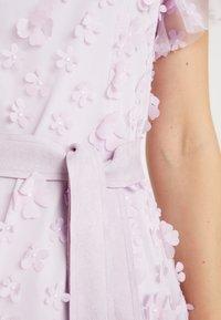 Apart - EMBROIDERED DRESS - Sukienka koktajlowa - lavender - 6
