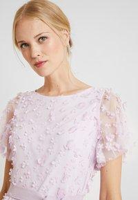 Apart - EMBROIDERED DRESS - Sukienka koktajlowa - lavender - 4