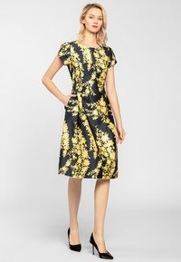 Apart - Korte jurk - yellow - 1