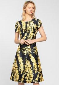 Apart - Korte jurk - yellow - 0