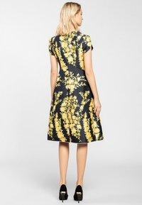 Apart - Korte jurk - yellow - 2