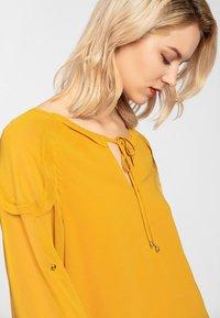 Apart - Robe d'été - yellow - 4