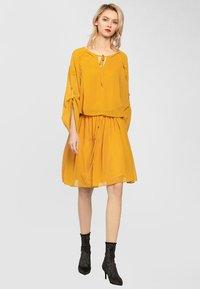 Apart - Robe d'été - yellow - 1