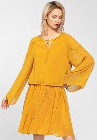 Apart - Robe d'été - yellow - 0