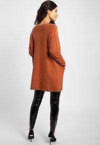 Apart - Robe pull - brown - 2