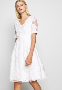 Apart - DRESS - Sukienka koktajlowa - cream - 4