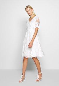 Apart - DRESS - Sukienka koktajlowa - cream - 0