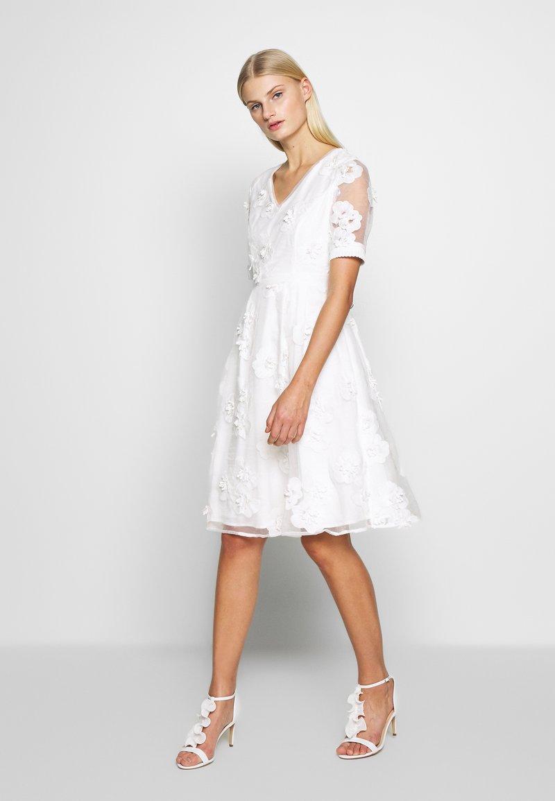 Apart - DRESS - Sukienka koktajlowa - cream