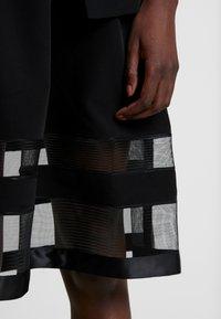 Apart - DRESS WITH ORGANZA - Koktejlové šaty/ šaty na párty - black - 5