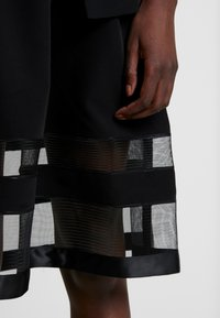 Apart - DRESS WITH ORGANZA - Sukienka koktajlowa - black - 5