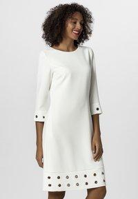 Apart - SOMMER - Robe d'été - white - 0