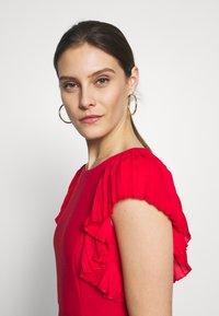 Apart - DRESS WITH VOLANTS - Vestito elegante - red - 3