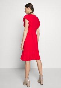 Apart - DRESS WITH VOLANTS - Vestito elegante - red - 2