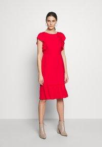 Apart - DRESS WITH VOLANTS - Vestito elegante - red - 1