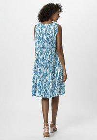 Apart - PRINTED DRESS - Robe d'été - petrol/cream - 2
