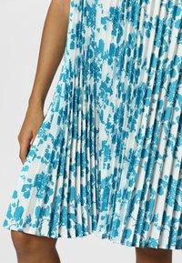 Apart - PRINTED DRESS - Robe d'été - petrol/cream - 4