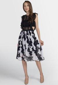 Apart - Vestito elegante - black/cream - 1