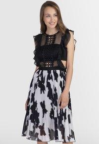 Apart - Vestito elegante - black/cream - 0