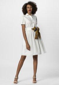 Apart - DRESS - Košilové šaty - cream - 1